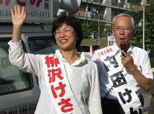 柳沢けさみ県議予定候補(左)、内田けん春日井市議(右)