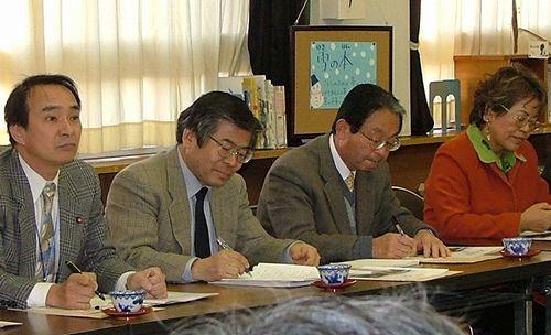 半田養護学校と懇談する知多地方議員団=2007年2月17日