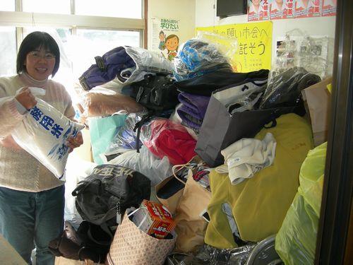 日本共産党南西地区事務所に山積みされた物資