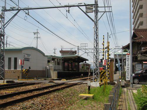 名鉄青塚駅 線路右側の踏切手前がトイレ建設予定地