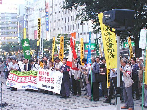 県民集会の参加者たち=2日、名古屋市中区