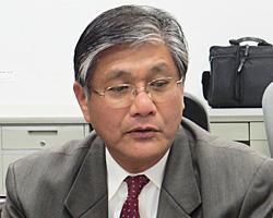 立候補の決意を語る鈴木氏