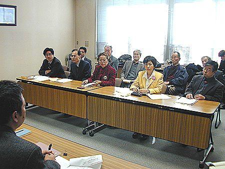 中部電力に申し入れる原発センターの人たち 前列右から2人目は八田ひろ子前参院議員、その左が瀬古由起子元衆院議員